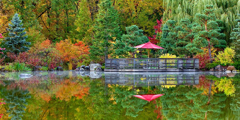 GardenPhotos FloatingDeck Autumn - Anderson Japanese Gardens Illinois Road Trips