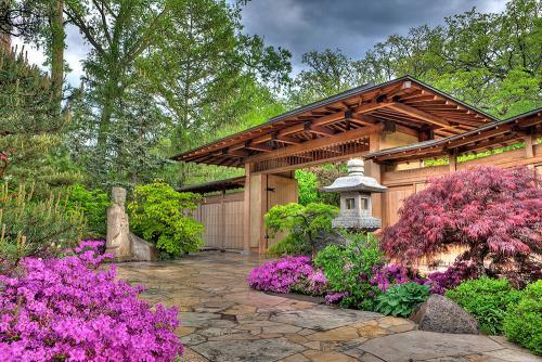 GardenPhotos_MainGate_Spring