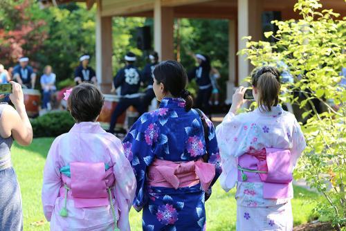 JapaneseSummerFestival_GardenVisitors_2